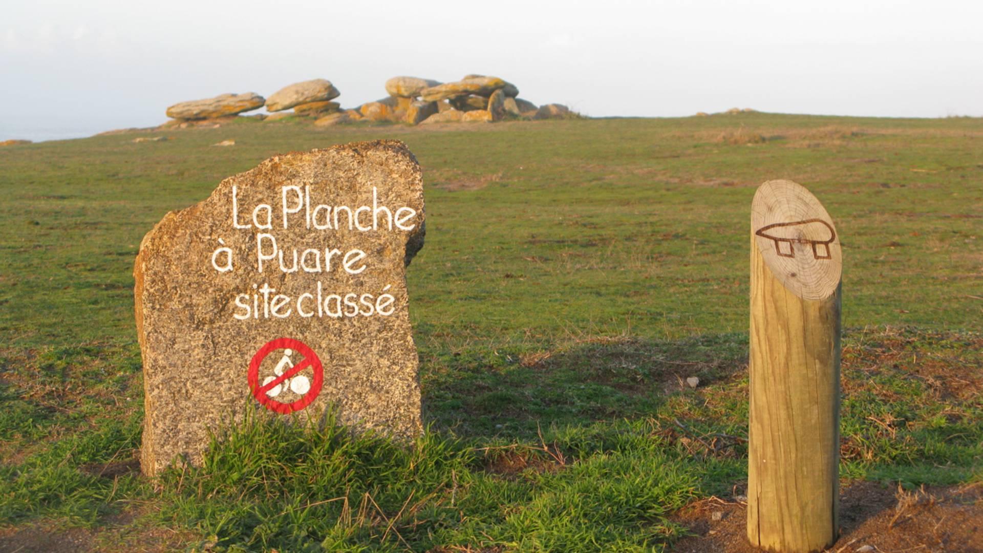 """Ausschilderung der denkmalgeschützten Stätte """"la Planche à Puare"""", Ile d'Yeu"""